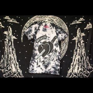 "Tops - ❌NEVER WORN❌ Grunge tie dye ""broken hearts club"" t"